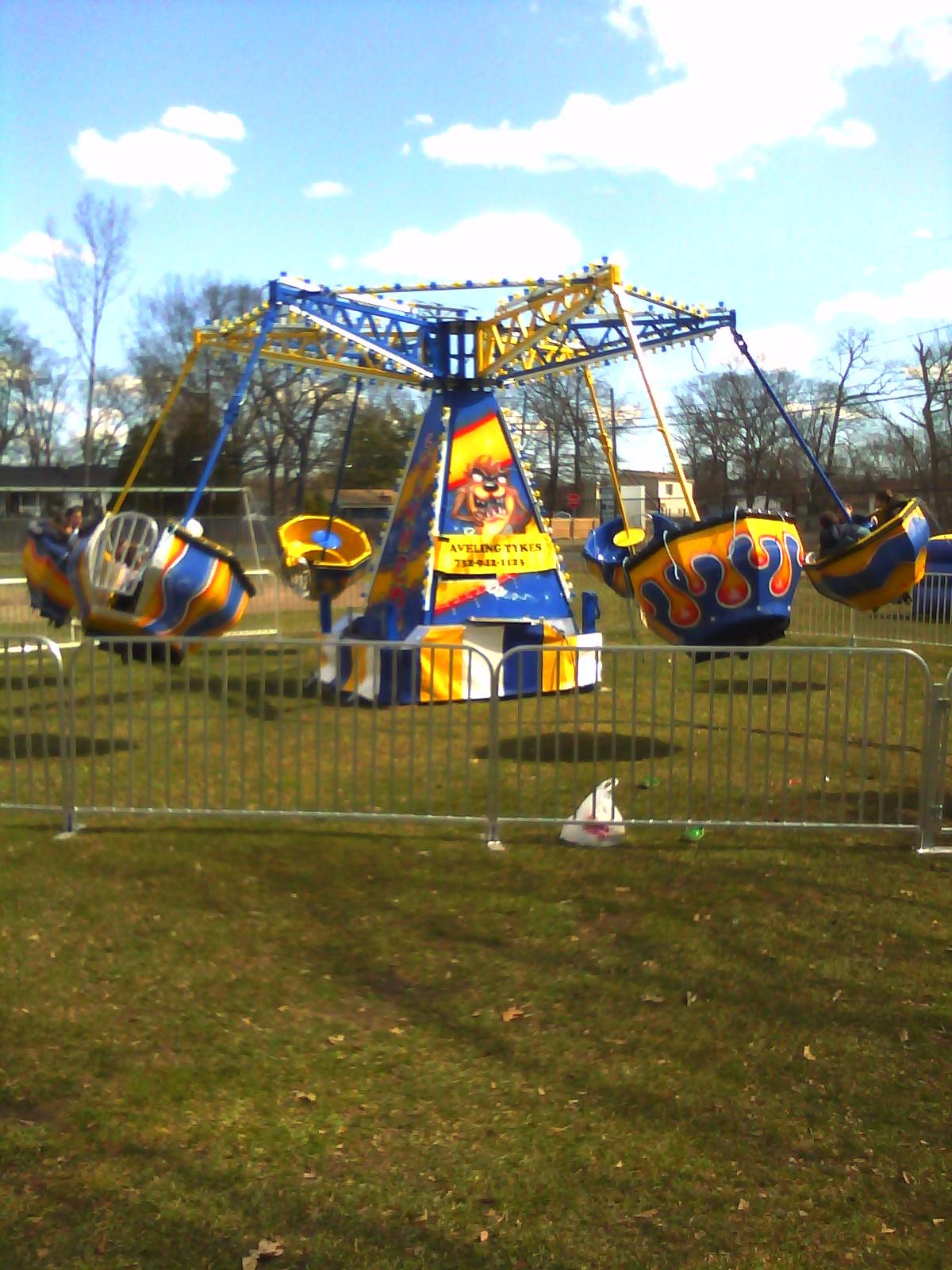 Spinner Carnival Ride Spinning